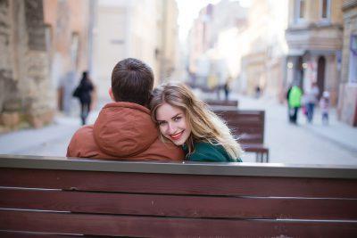 Как доказать парню что девушка его любит