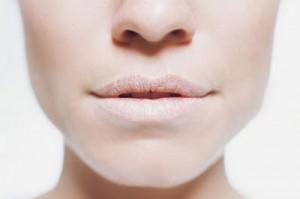 Почему у ребенка сохнут и трескаются губы