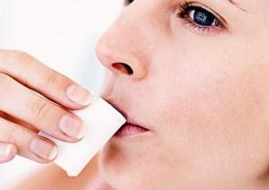 Воспаление десен: чем лечить в домашних условиях, чем полоскать рот, как снять боль?