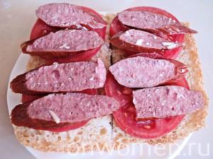 goryachie-buterbrody-s-pomidorami-i-ohotnichimi-kolbaskami3