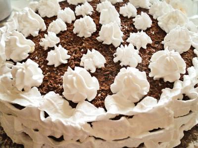 Банановый торт со взбитыми сливками