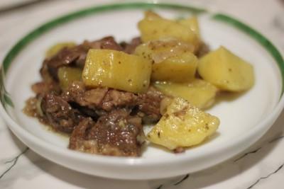 Баранина, тушенная с картофелем