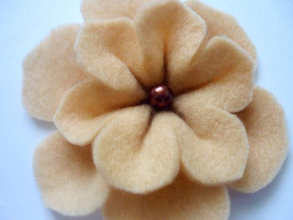 Объёмный цветок из фетра