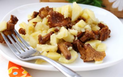 Картошка, жаренная с лисичками