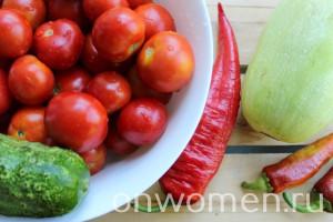 assorti-na-zimu-iz-ogurcov-i-pomidorov-i-perca-i-kabachkov1