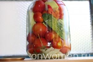 assorti-na-zimu-iz-ogurcov-i-pomidorov-i-perca-i-kabachkov3