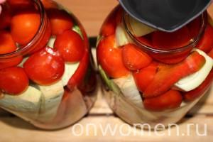 assorti-na-zimu-iz-ogurcov-i-pomidorov-i-perca-i-kabachkov4