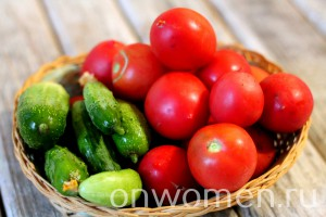 salat-iz-pomidorov-i-ogurcov-na-zimu1