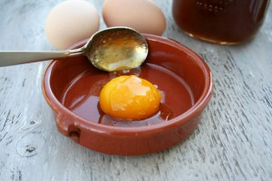 Маски для волос с яйцом и коньяком