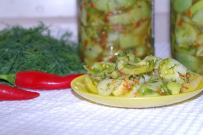 Закуска из зеленых помидор, чеснока и горького перца на зиму
