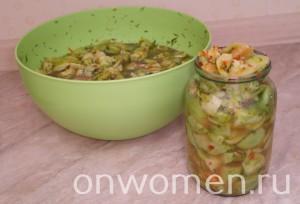 zakuska-iz-zelenyh-pomidor-chesnoka-i-gorkogo-perca-na-zimu10
