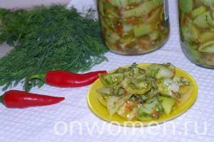zakuska-iz-zelenyh-pomidor-chesnoka-i-gorkogo-perca-na-zimu11