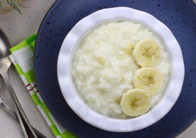 Молочная рисовая каша с бананом