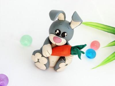 Заяц из пластилина