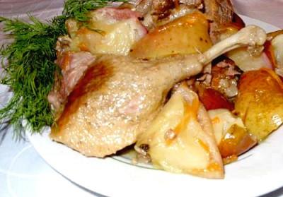 Утка, тушённая с картошкой