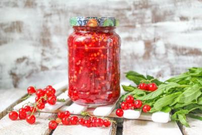 Красная смородина, протертая с сахаром на зиму