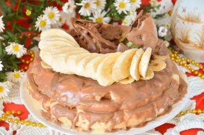 Бисквитный торт с фруктами и шоколадом в мультиварке