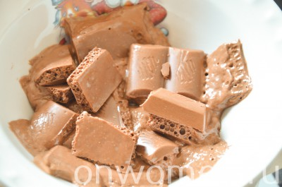 biskvitnyj-tort-s-fruktami-i-shokoladom-v-multivarke6