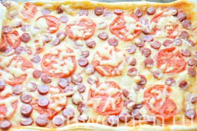 picca-s-ohotnichimi-kolbaskami-i-pomidorami12