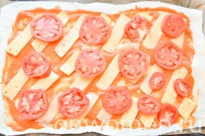 picca-s-ohotnichimi-kolbaskami-i-pomidorami9
