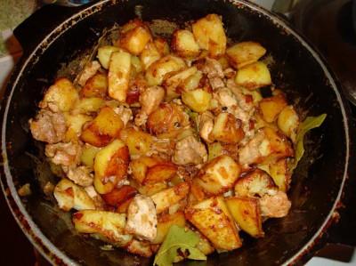 Свинина, тушенная с картошкой
