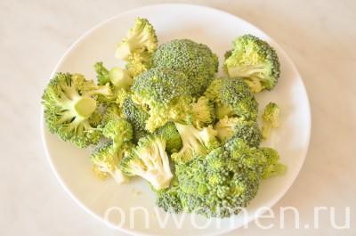 omlet-s-brokkoli-i-syrom-v-duhovke1
