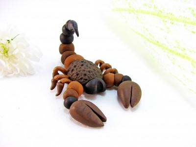 Скорпион из пластилина