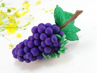 Виноград из пластилина