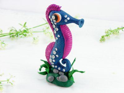 Морской конек из пластилина