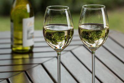 Как правильно пить белое сухое вино