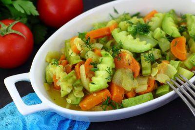 Кабачки, тушенные с морковью и луком