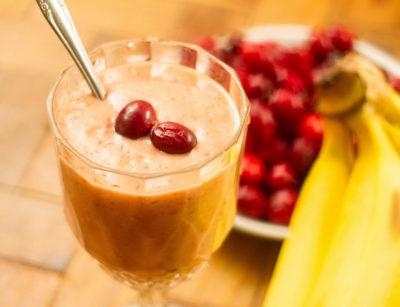 ТОП-5 витаминных напитков с клюквой: смузи, чай, замороженный сок - рецепты приготовления - Сколько грамм?