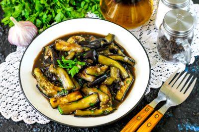 Баклажаны, жаренные в соевом соусе с чесноком