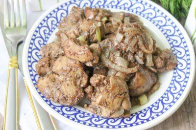Куриная печень, жаренная с луком