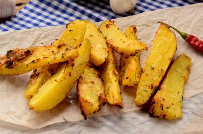Запеченный картофель в приправах