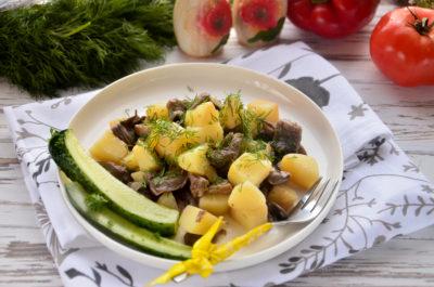 Вешенки с картошкой на сковороде