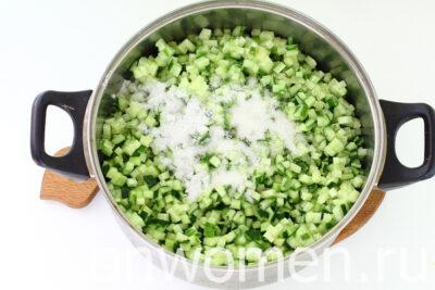 Огурцы для салатов на зиму: простая заготовка – кубики в собственном соку