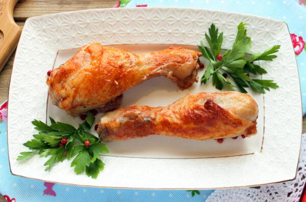 Куриные голени в томатном соусе в духовке
