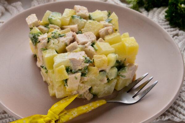 Салат Искушение с ананасами и курицей