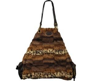 Популярными будут и меховые сумки