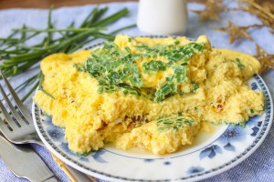 omlet-s-zelenym-lukom-300x200