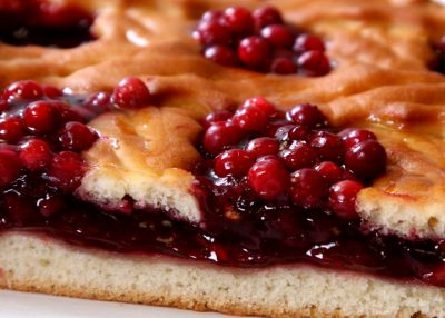 рецепт пирога с брусникой и сметаной