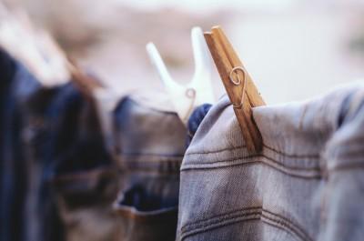 Как правильно стирать джинсы: в машинке и вручную