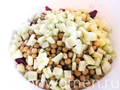 salat-iz-svekly-s-zelenym-goroshkom6