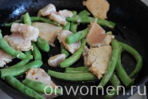 salat-so-struchkovoj-fasolyu-kuricej4