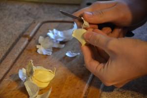 Как быстро почистить чеснок