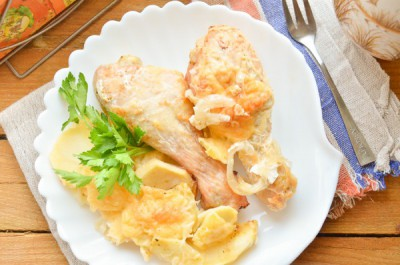 Как приготовить курицу с картошкой в духовке