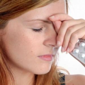 Болит голова в области лба: причины, что делать