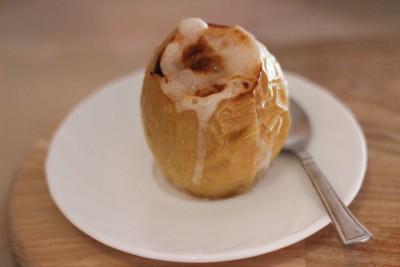 Печеные яблоки с сахаром в духовке