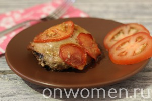 kurinye-bedra-s-pomidorami-v-duhovke7